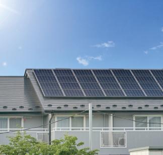 太陽光発電システムは、設置容量1kWあたり年間1,000kWhほど発電するとされています。