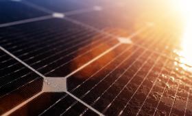 30年以上稼働?!太陽光発電(ソーラーパネル)の寿命・耐用年数
