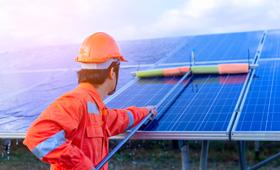 定期的な洗浄やメンテナンスは必要?太陽光パネルの正しい掃除方法